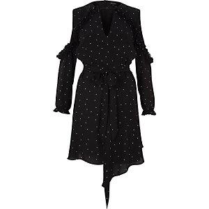 Zwarte schouderloze jurk met stippen en strikceintuur