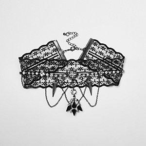 Collier ras-de-cou en dentelle noir et chaîne drapée