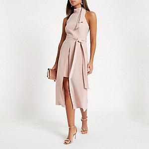 Lichtroze hoogsluitende midi-jurk met strikceintuur