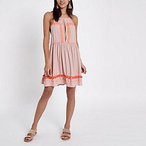 Pinkes Strandkleid mit eckigem Ausschnitt und Trägern