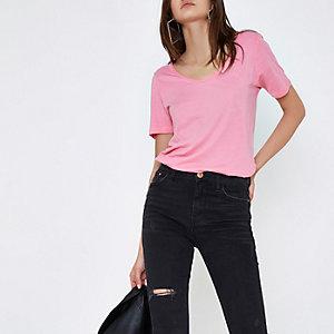 T-shirt rose vif à encolure dégagée