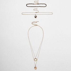 Lot de colliers ras-de-cou dorés à pendentif médaillon