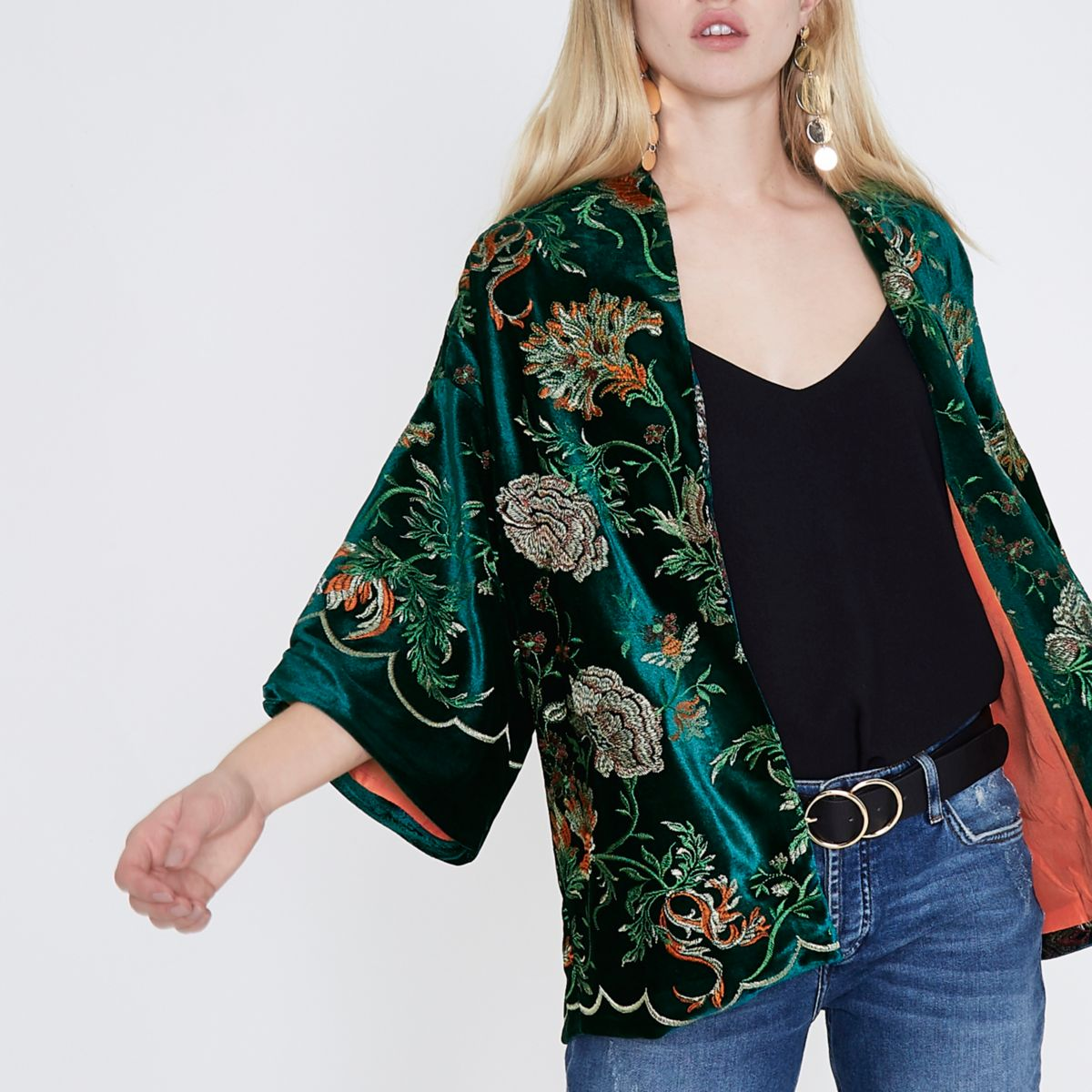 Grünes Kimono mit Blumenstickerei