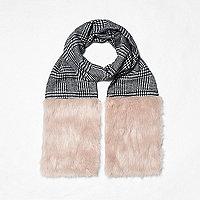 Zwarte geruite sjaal met inzetstuk van imitatiebont