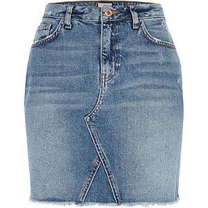 Mini-jupe en jean bleu à ourlet effiloché