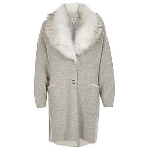 Manteau en maille gris à col en fausse fourrure