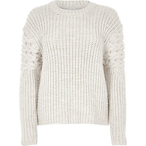 White chunky cable knit sleeve sweater