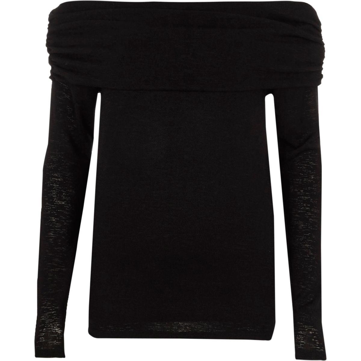 Zwarte pullover met bardothalslijn en rimpelingen