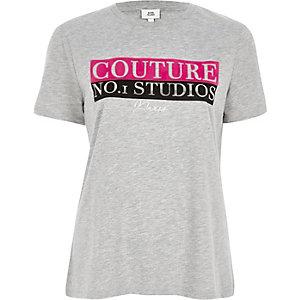 Grijs aansluitend T-shirt met 'couture'-print