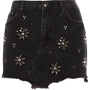 Jupe en jean noire ornée de pierreries à ourlet effiloché