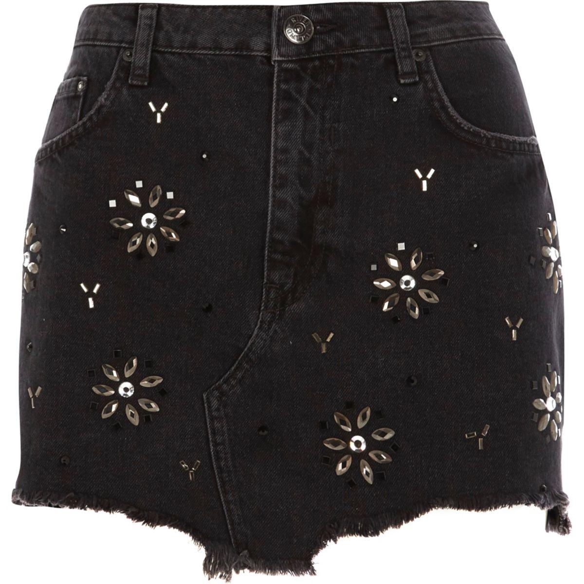Zwarte denim rok met gerafelde zoom en siersteentjes