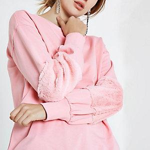 Roze sweatshirt met mouwen van imitatiebont