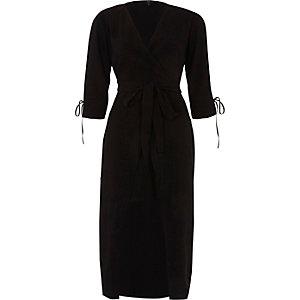 Robe portefeuille mi-longue noire nouée à la taille