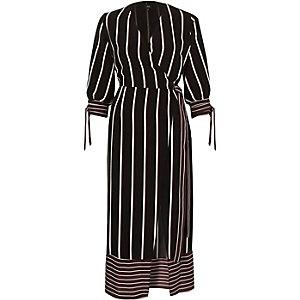 Bordeauxrode gestreepte getailleerde midi-jurk met overslag
