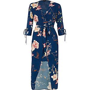 Robe portefeuille mi-longue à fleurs bleue nouée à la taille