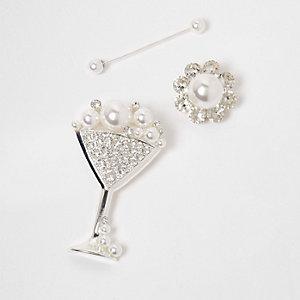 Zilverkleurige set broches met martiniglas en imitatiepareltjes