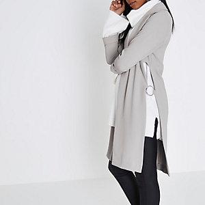 Manteau long gris clair à anneau