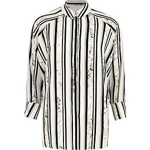 Schwarzes, asymmetrisches Hemd