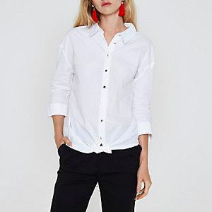 Chemise blanche à nouer sur le devant