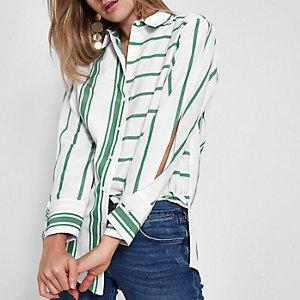 Chemise rayée verte à manches fendues