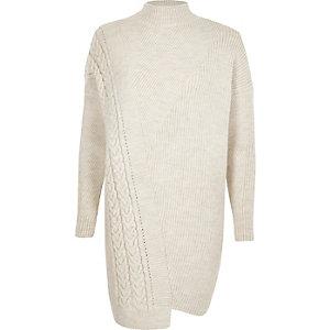 Pulloverkleid mit Zopfstrickmuster und Stehkragen in Creme