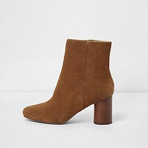 Tan brown block heel suede boots