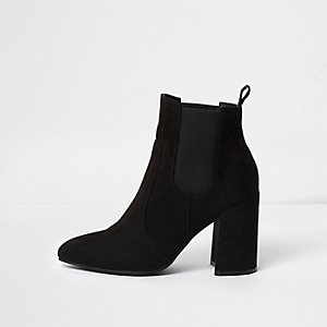 Black pointed toe block heel chelsea boots