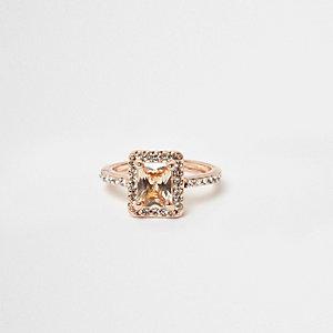 Roségoudkleurige ring met rechthoekige steen