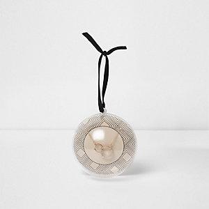 Goudkleurige ketting met twee ringen en een bal