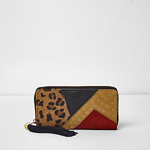 Red color block leopard print purse