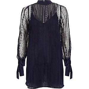 Langärmliges Swing-Kleid aus marineblauer Spitze