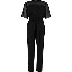 Zwarte jumpsuit met korte mouwen en doorzichtige inzet