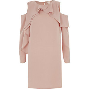 Robe trapèze rose clair style épaules dénudées à volant