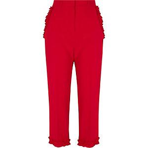 Rote Hose mit Rüschensaum