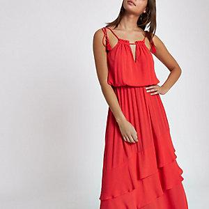 Robe longue rouge à encolure haute avec pampilles