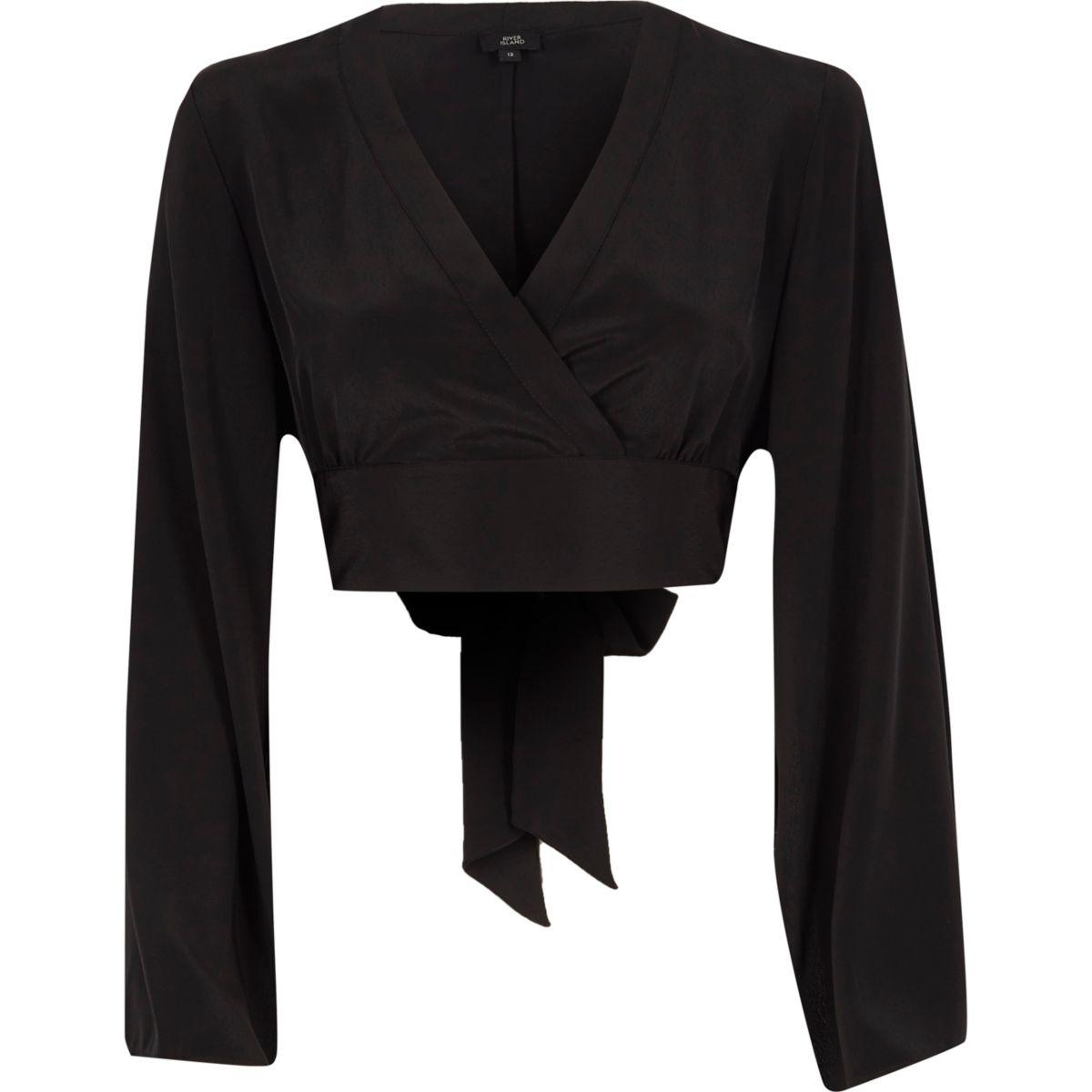 Zwarte crop top met overslag en kimonomouwen