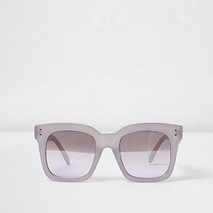 Lila Sonnenbrille mit großem, rechteckigem Gestell