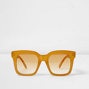 Oversized zonnebril met geel vierkant frame