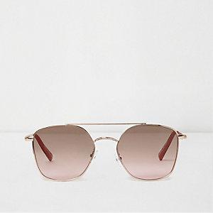 Goudkleurige pilotenzonnebril met oceaankleurige hoekige glazen