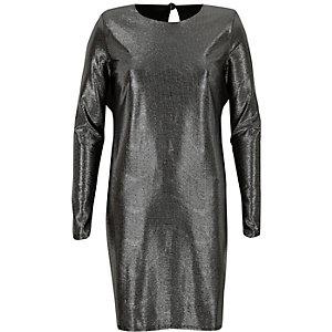 Zwarte jurk met schoudervulling en metallic strepen