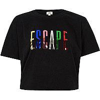 Zwart cropped T-shirt met 'Escape'-folieprint