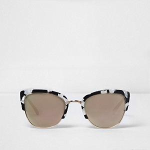 Witte cat-eye-zonnebril met marmerprint