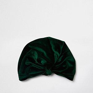 Grüne Mütze mit Pompon
