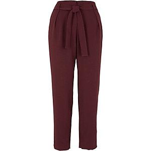 Pantalon fuselé bordeaux noué à la taille