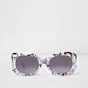 Witte glamour zonnebril met vierkant montuur en marmereffect