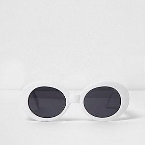 Witte zonnebril met ovalen getinte glazen