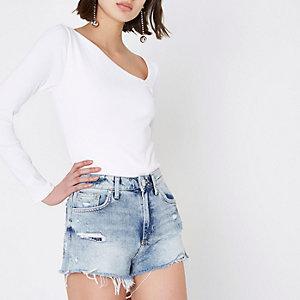 Mittelblaue, hochgeschnittene Shorts im Used Look