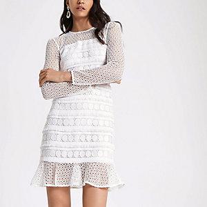 Witte kanten jurk met lange mouwen