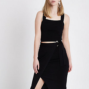 Black knit strappy faux pearl back crop top