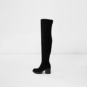 Schwarze Overknee-Stiefel mit grober Sohle